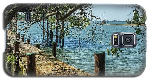 Old Pier On The Tred Avon Galaxy S5 Case by Charles Kraus