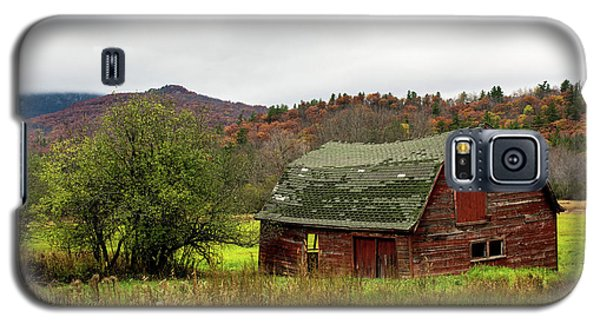 Old Red Adirondack Barn Galaxy S5 Case