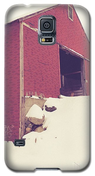 Galaxy S5 Case featuring the photograph Old Red Barn In Winter by Edward Fielding