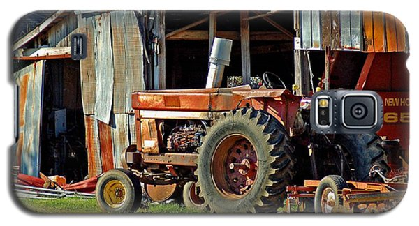 Old Red Tractor And The Barn Galaxy S5 Case