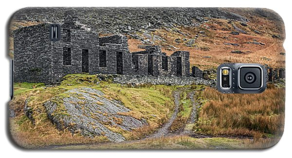 Galaxy S5 Case featuring the photograph Old Ruin At Cwmorthin by Adrian Evans