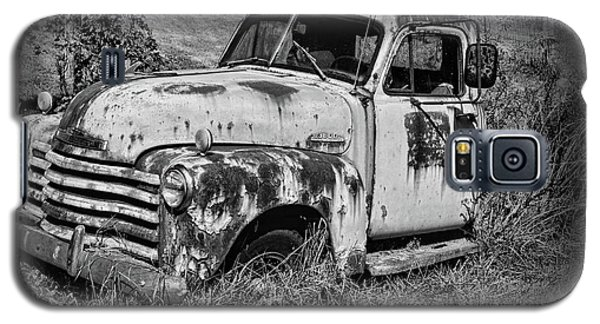 Galaxy S5 Case featuring the photograph Old Rusty Chevy In Black And White by Paul Ward