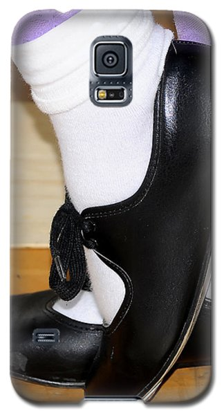 Old Tap Dance Shoes With White Socks And Wooden Floor Galaxy S5 Case by Pedro Cardona