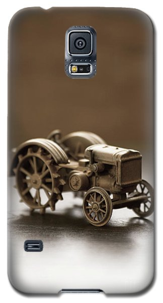 Galaxy S5 Case featuring the photograph Old Toy Tractor by Edward Fielding