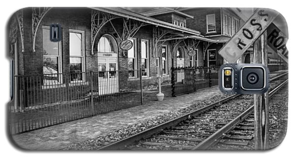Old Train Station With Crossing Sign In Black And White Galaxy S5 Case