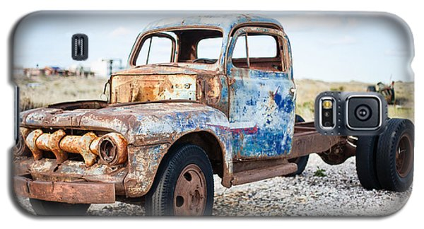 Galaxy S5 Case featuring the photograph Old Truck by Silvia Bruno