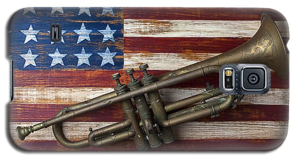 Old Trumpet On American Flag Galaxy S5 Case by Garry Gay
