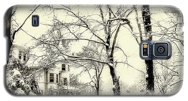 Galaxy S5 Case featuring the photograph Old Victorian In Winter by Julie Palencia