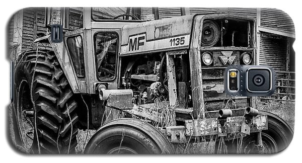 Old Vintage Tractor On A Farm In New Hampshire Square Galaxy S5 Case
