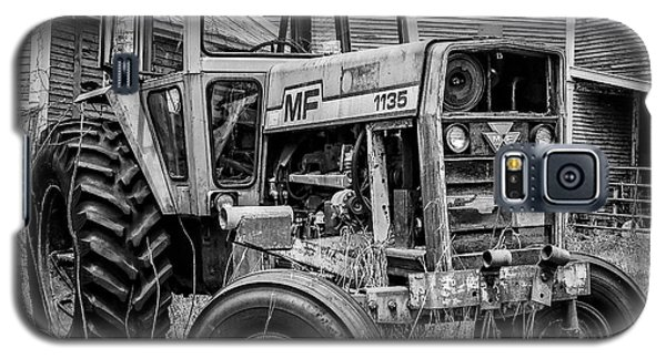 Galaxy S5 Case - Old Vintage Tractor On A Farm In New Hampshire Square by Edward Fielding