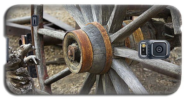 Galaxy S5 Case featuring the photograph Old Waagon Wheel by Phyllis Denton