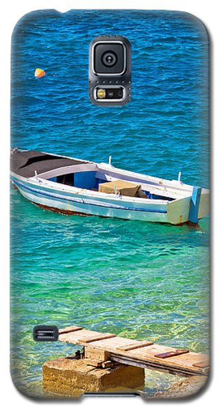 Old Wooden Fishermen Boat On Turquoise Beach Galaxy S5 Case by Brch Photography