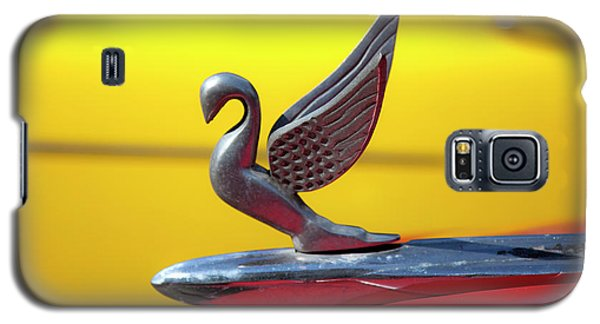 Galaxy S5 Case featuring the photograph Oldsmobile Packard Hood Ornament Havana Cuba by Charles Harden