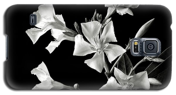 Oleander In Black And White Galaxy S5 Case