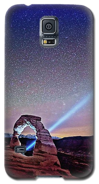Olena Art Starry Night Pointer At Delicate Arch Moab National Park Galaxy S5 Case