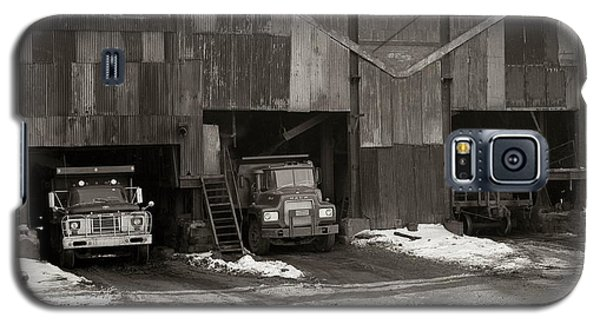 Olyphant Pa Coal Breaker Loading Trucks And Gondola Car Winter 1971 Galaxy S5 Case