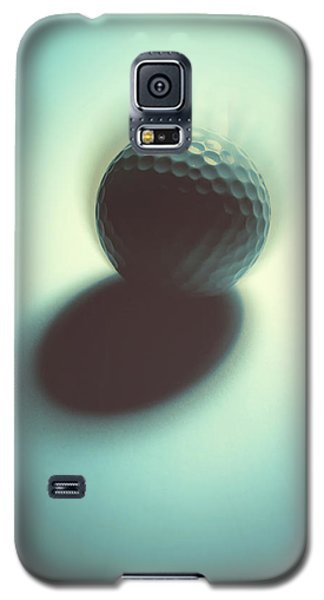 Galaxy S5 Case featuring the photograph On Edge by Tom Druin