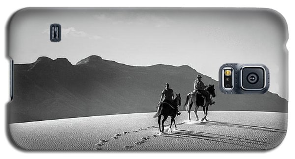 On Horseback At White Sands Galaxy S5 Case
