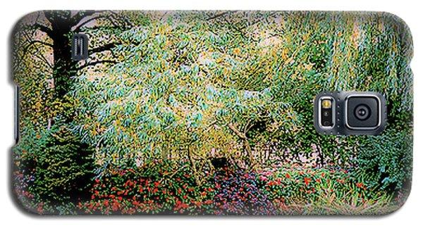 Reflection On, Oscar - Claude Monet's Garden Pond Galaxy S5 Case