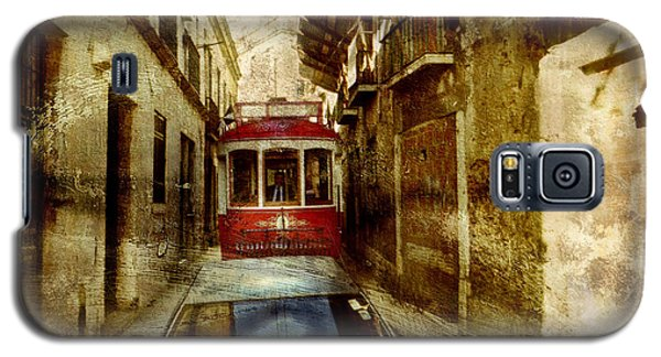 Galaxy S5 Case featuring the photograph On The Streets Of Lisbon by Dariusz Gudowicz