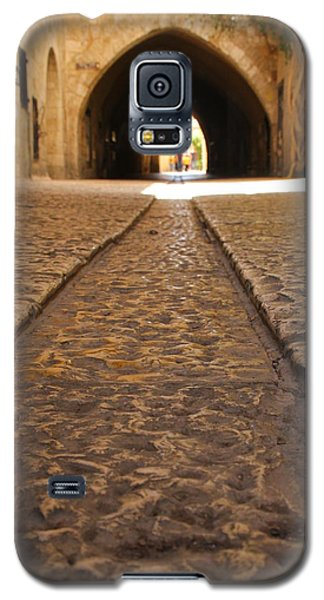 Galaxy S5 Case featuring the photograph On The Way To The Western Wall - The Kotel - Old City, Jerusalem, Israel by Yoel Koskas