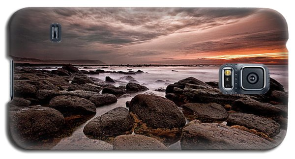 Galaxy S5 Case featuring the photograph One Final Moment by Jorge Maia