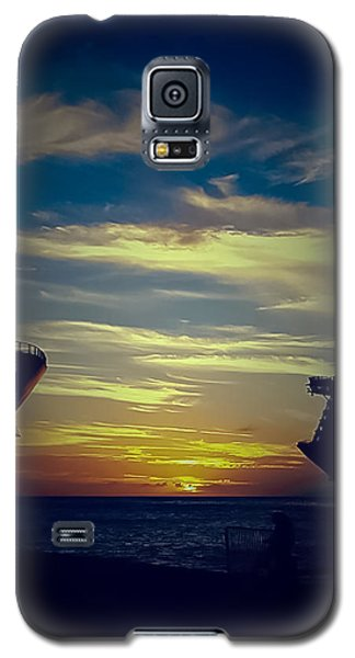 Galaxy S5 Case featuring the photograph One Last Glimpse by DigiArt Diaries by Vicky B Fuller