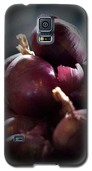 Galaxy S5 Case featuring the photograph Onions 1 by Travis Burgess