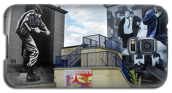 Galaxy S5 Case featuring the photograph Operation Motorman Mural In Derry by RicardMN Photography
