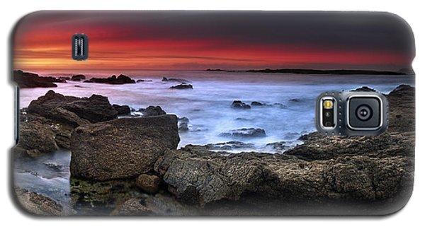 Galaxy S5 Case featuring the photograph Opposites Attract by John Chivers
