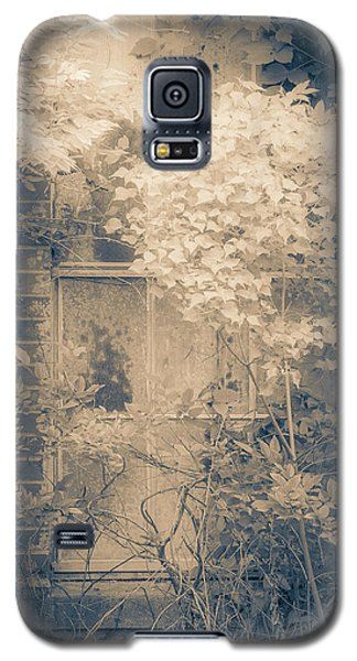 Overgrowth On Abandoned Pumping Station Galaxy S5 Case