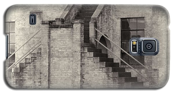 Galaxy S5 Case featuring the photograph Owens Field Historic Curtiss-wright Hangar by Steven Richardson