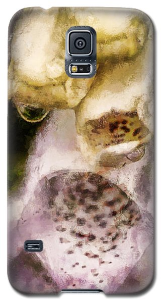Galaxy S5 Case featuring the digital art Painted Droplets by Cameron Wood