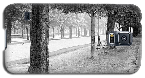 Galaxy S5 Case featuring the photograph Palais Park by Dave Beckerman