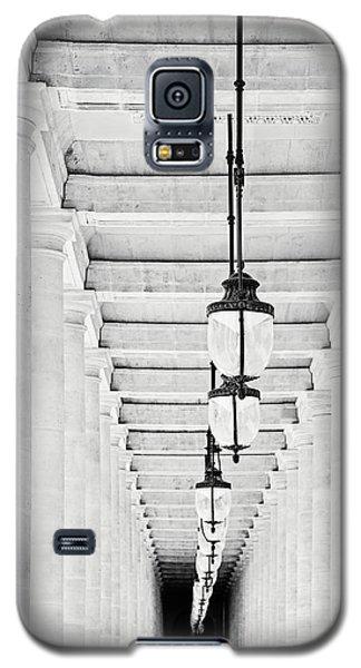 Galaxy S5 Case featuring the photograph Palais-royal Arcade Black And White - Paris, France by Melanie Alexandra Price