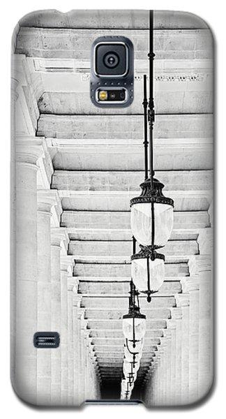 Palais-royal Arcade Black And White - Paris, France Galaxy S5 Case by Melanie Alexandra Price