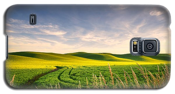 Galaxy S5 Case featuring the photograph Palouse Bounty by Dan Mihai