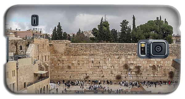 Panoramic View Of The Wailing Wall In The Old City Of Jerusalem Galaxy S5 Case