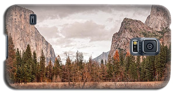 Panoramic View Of Yosemite Valley From Bridal Veils Falls Viewing Point - Sierra Nevada California Galaxy S5 Case