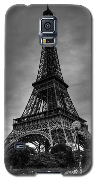 Galaxy S5 Case featuring the photograph Paris - Eiffel Tower 004 Bw by Lance Vaughn