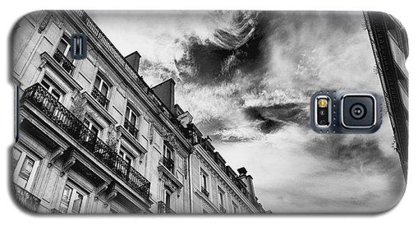 Galaxy S5 Case featuring the photograph Paris by Hayato Matsumoto