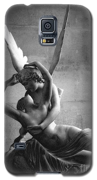 Paris In Love - Eros And Psyche Romantic Lovers - Paris Eros Psyche Louvre Sculpture Black White Art Galaxy S5 Case by Kathy Fornal