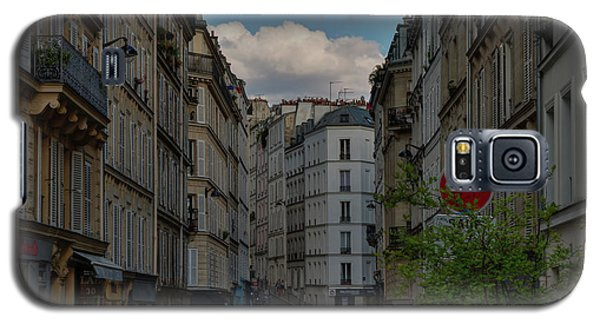 Galaxy S5 Case featuring the photograph Paris - Montmartre Streetscape 001 by Lance Vaughn