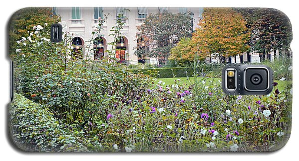 Galaxy S5 Case featuring the photograph Paris Palais Royal Gardens - Paris Autumn Fall Gardens Palais Royal Rose Garden - Paris In Bloom by Kathy Fornal