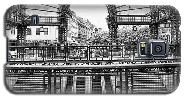 Galaxy S5 Case featuring the photograph Paris Subway Station by Dave Beckerman
