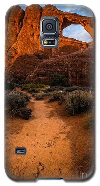 Galaxy S5 Case featuring the photograph Path To Skyline Arch At Sunset - Utah  by Gary Whitton
