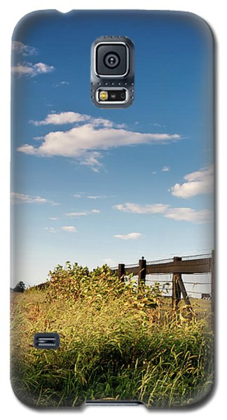 Galaxy S5 Case featuring the photograph Peaceful Grazing by David Sutton