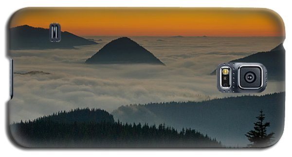 Galaxy S5 Case featuring the photograph Peaks Above The Fog At Sunset by Jeff Goulden