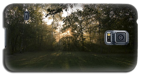 Galaxy S5 Case featuring the photograph Peeking Through by Annette Berglund