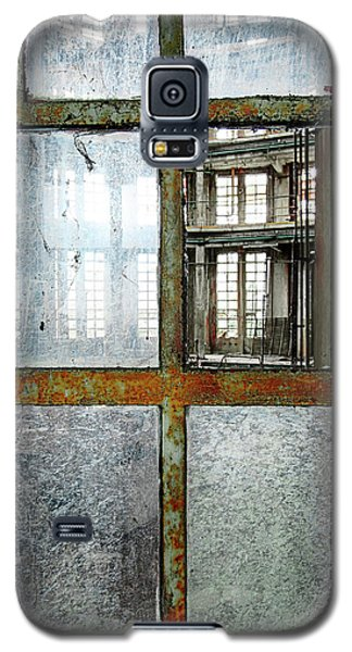 Galaxy S5 Case featuring the photograph Peeping Inside Factory Hall - Urban Decay by Dirk Ercken